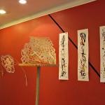 """""""Vue de l'exposition"""" - papiers sculptés - gestes d'encres verticale"""