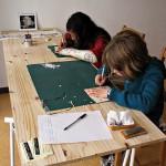 Atelier de découpe de papier avec les enfants