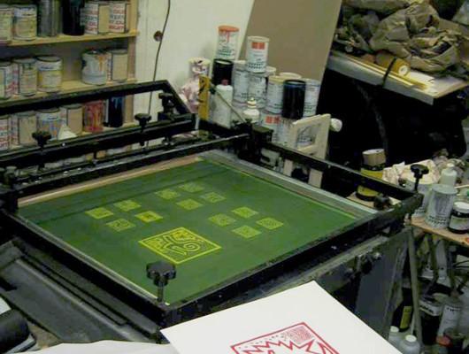 Machine à sérigraphier semi-automatique